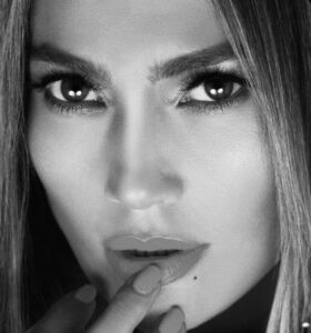 This is how Jennifer Lopez looks without makeup