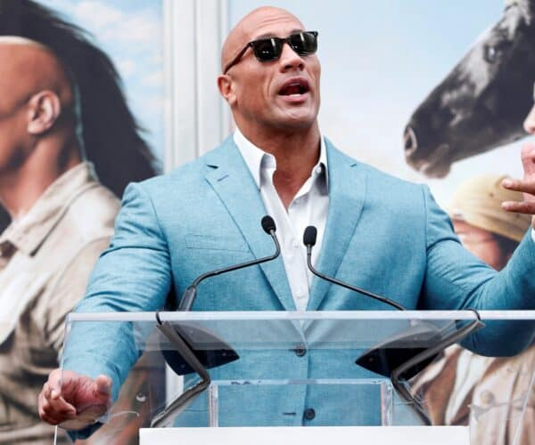 "Dwayne ""The Rock"" Johnson buys XFL along with other investors for $ 15 million"