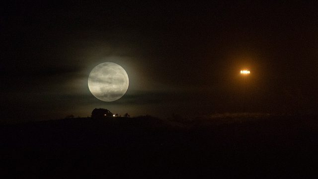 The Moon is rusting and oxygen from the Earth would be the cause