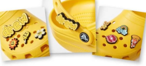 The rubberized shoe is made in yellow, a reference shade for the Justin Bieber label