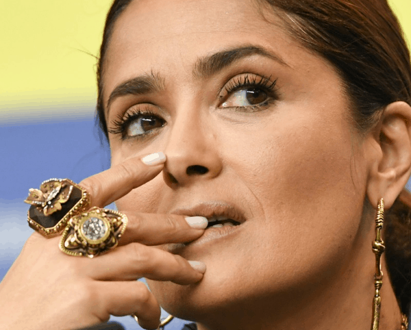 """""""Doctor Begged Me To Go To The Hospital"""": Salma Hayek Revealed That She Almost Died From COVID-19"""